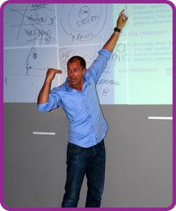 Mikah en un seminario